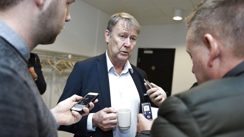 Åge Hareide satser på, at Kasper Dolberg og Nicolai Jørgensen kan spille mod Rumænien - indtil videre.