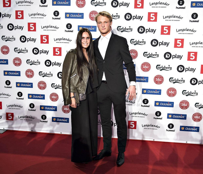 Ajax-kometen Kasper Dolberg med kæreste