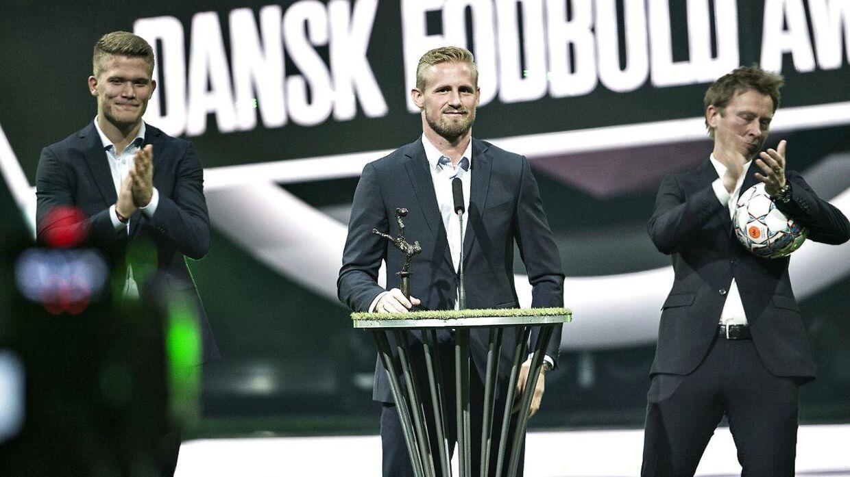 Kasper Schmeichel blev mandag for anden gang kåret til Årets Mandlige Fodboldspiller ved Dansk Fodbold Award, og det er velfortjent, siger landsholdets målmandstræner, Lars Høgh.