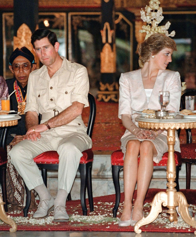 Hengivenheden mellem kronprinseparret er til at overskue på dette billede fra 1989.