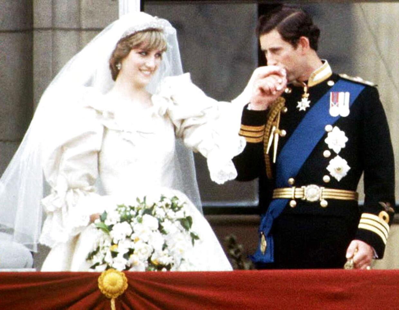 Det nygifte par viste sig frem for folket på Buckingham Palace's balkon den 29. juli 1981.