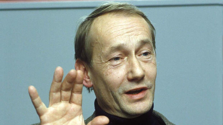 """Gösta Ekman er død efter længere tids sygdom. Han blev 77 år. Billedet her er fra 1985. Gösta Ekman er blandt andet kendt for sin rolle i den svenske udgave af Olsen Banden, der på svensk kaldes Jönssonligan. Her spillede han Charles Ingvar """"Sickan"""" Jönsson, der er den svenske Egon Olsen. Han spillede desuden kommissær Martin Beck i serien """"Beck"""". i Norge."""