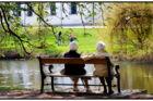 RB PLUS Danskernes levetid nærmer sig udlandets- - ARKIVFOTO ARKIVFOTO 2006 af ældre kvinder- - Se RB 26/4 2017 16.26 Danskernes levetid nærmer sig udlandetsUfaglærte lever kortere end andre, og deres levetid er steget mindre. Men regeringen afviser at lade de uuddannede gå før på pension.. (Foto: Torben Christensen/Scanpix 2017)
