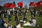 Røde faner og hygge i Fælledparken i København den 1. maj 2016.