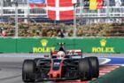 Kevin Magnussenmed det danske flag i baggrunden.