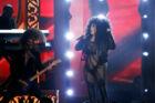 Her ses stjernen i samme show - inden hun skiftede om.