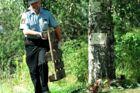 ARKIVFOTO af politiet, der arbejder på det sted, hvor Kevin Hjalmarsson blev fundet dræbt.
