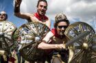 Kampklare festivalgængere går til angreb i Dream City. Roskilde Festival, søndag den 25. juni 2017.