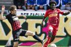 Ernest Asante (th.) er Superligaens topscorer og en stor profil hos FC Nordsjælland. Her ses han i duel med FC Midtjyllands Jakob Poulsen.