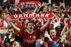 Danske fans jubler over et af Danmarks mål i sejren på 5-1 over Irland. Bagefter var de irske fans utroligt sportslige.