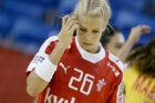 Louise Svalastog gik på banen og spillede med om DM-medaljer - og dét selv om hun havde hjernerystelse. Det sendte hende ud i et syv måneder langt smertehelvede.