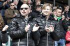 Stephan Schors med AaBs sportsdirektør Allan Gaarde (th.)