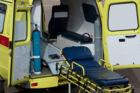 To 17-årige pigers leg med en bil endte galt, da den ene faldt af bilen og slog hovedet ned i asfalten. Free