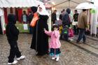 Eid-fest på Christiansborg Slotsplads. markerer Ramadanens afslutning. VerdensKulturCentret arrangerer for andet år i træk en stor Eid fest i byens rum i samarbejde med en række organisationer. Dagen markerer afslutningen på Ramadan og vil være præget af glæde, fællesskab, åbenhed og mangfoldighed.