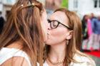 Det israleske par Tahel Bitton (th) og Shani Raviv (tv) kysser inden deres vielse. I forbindelse med Det Europæiske Melodi Grandprix havde Københavns Kommune arrangeret offentlige vielser ved Højbro Plads i København. Det gjorde mange udenlandske homoseksuelle par brug af. Blandt gæsterne var også den amerikanske ambassadør Rufus Gifford med sin mandlige partner.