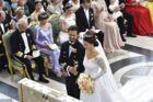 Prins Carl Philip og prinsesse Sofia. Her ses de under deres bryllupscermoni i Stockholm den 13. juni 2015.