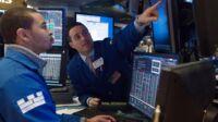 Panik på Wall Street - kurserne rasler ned på grund af underskrift fra Trump