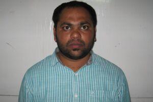 Motaparthi Vamshi Krishna er 32 år og fra Indien. Han indgav en falsk anmeldelse om et forestående terrorangreb, fordi han ikke ville ud at rejse med konen