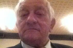 81-årige Christian Sørensen døde mandag formiddag af sine kvæstelser, efter han lørdag blev ramt af en såkaldt info-stander på gågaden i Horsens. Familien er chokerede over ulykken, og forstår ikke hvordan den kunne ske.