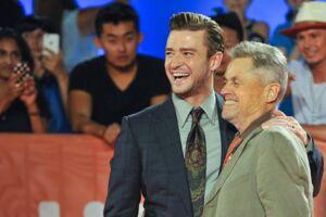 Jonathan Demme (th.) er død. På billedet her ses han sammen med Justin Timberlake.