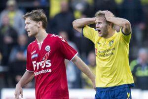 Alka Superliga på Brøndby Stadion. Brøndby IF vs. SønderjyskE. På billedet: Christian 'Greko' Jakobsen (tv., SønderjyskE) og Paulus Arajuuri, Brøndby IF.
