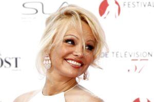 Pamela Anderson har fundet sammen med en 18 år yngre fransk landsholdsspiller, Adil Rami.