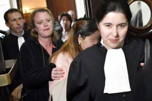 Et af ofrene (nummer to, sløret) i retten.