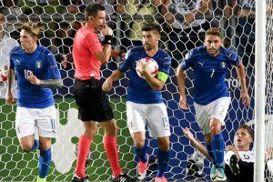 Federico Bernardeschi (tv.) scorede kampens eneste mål i Italiens 1-0 sejr over Tyskland.