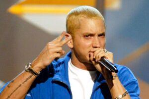 Eminem som vi kender ham: Med lyst hår og uden skæg.