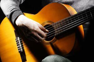 Danmarks største musikkæde 4Sound har underskud for fjerde år i træk.