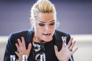 Udlændingeminister Inger Støjberg har været i samråd i 7,5 timer, men det er ikke slut. Oppositionen vil blive ved med at kalde hende i samråd til sandheden kommer frem, siger de.