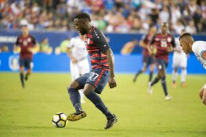 epa06097844 Jozy Altidore of the USA takes control of the ball during the CONCACAF Gold Cup quarterfinal match between the USA and El Salvador at Lincoln Financial Field in Philadelphia, Pennsylvania, USA, 19 July 2017. EPA/TRACIE VAN AUKEN