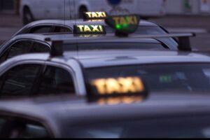 Den traditionelle hyrevogn får i dag, fredag, en ny konkurrent på vejene. Det er kørselsordningen Avanti, som minder meget om Uber, der allerede er blevet lukket ned, fordi den var i strid med taxalovgivningen.