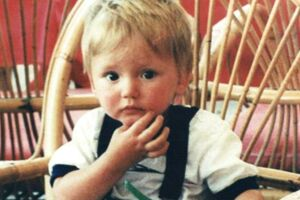 Den britiske dreng Ben Needham var kun 21 måneder, da han forsvandt tæt på sine bedsteforældres hus på Kos. Det er nu 26 år siden.