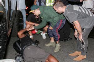 Justin Bieber ved den mand, som han ramte med sin bil.