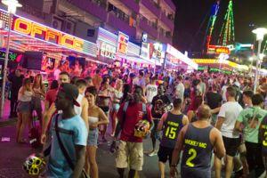 Især briter plager det populære feriested Magaluf på Mallorca.