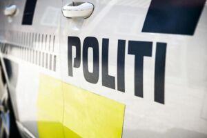 Politiet har fundet to par børnesko i vandkanten, og leder derfor i Roskilde Fjord.