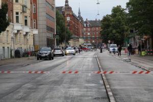 Esromgade støder op til Hillerødgade, der her er afspærret.