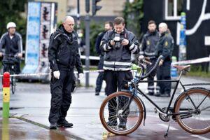 Natten til torsdag var der et nyt skyderi på Nørrebro i København. Her blev en tilfældig forbipasserende svensk kvinde ramt, mens en mand blev strejfet af skud.
