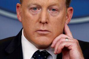 Trumps tidligere pressetalsmand, Sean Spicer, er i fuld gang med at forbedre sit image. Det gør han blandt andet ved at optræde på slap line til Emmy-prisfesten og ved at give tv-interview, hvor han forklarer sig. (Arkivfoto)