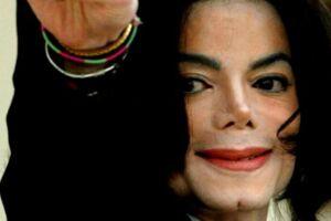 'The King of Pop' har fået sig en dobbeltgænger, der minder ganske meget om den afdøde megastjerne. EPA/JOHN G. MABANGLO