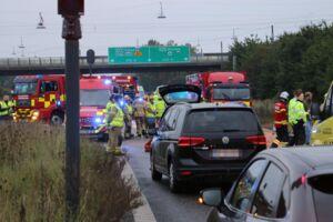 Søndag morgen kørte to biler sammen på Amagermotorvejen. Seks personer var involveret.