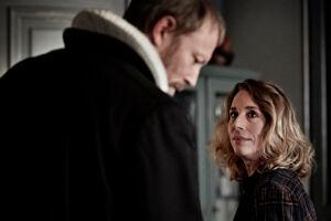 Lars Mikkelsen og Ann Eleonore Jørgensen som Johannes og Elisabeth i DR-serien 'Herrens Veje'. Foto: Tine Harden/DR