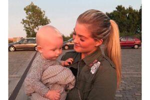 Simone Hougaard Andersen med sønnen Conrad, som nu snart skal begynde i dagpleje.