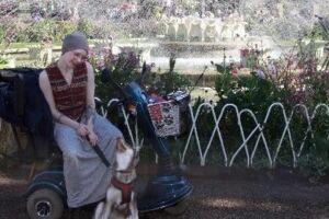 20-årige Anastasia Skov med hunden Muffin.