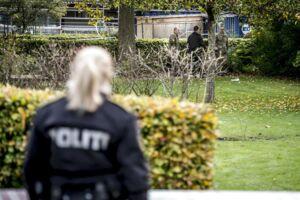Politiet i arbejde tirsdag ved Brinken i Glostrup, efter at nogle bygningsarbejdere mandag eftermiddag fandt et barneskelet på stedet.