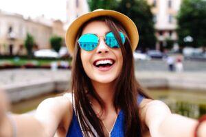 Det er IKKE denne type selfies, der er den nye trend. Slet ikke. Modelfoto.