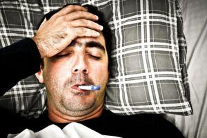 En far følte sig forkølet og influenzaramt, men i virkeligheden var han inficeret med meningokok-bakterien, der udløste en blodforgiftning. Arkivfoto