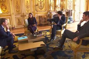 Den franske præsidents hund kom i centrum, da den lettede ben under et møde i Élyséepalæet.