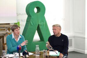 Josephine Fock (tv) og partiets formand Uffe Elbæk. Arkivfoto